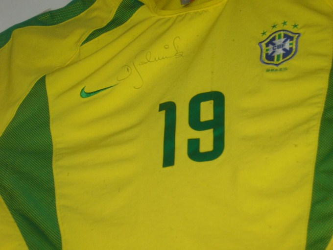 This photo shows the number 19 on a Brazilian football team uniform.