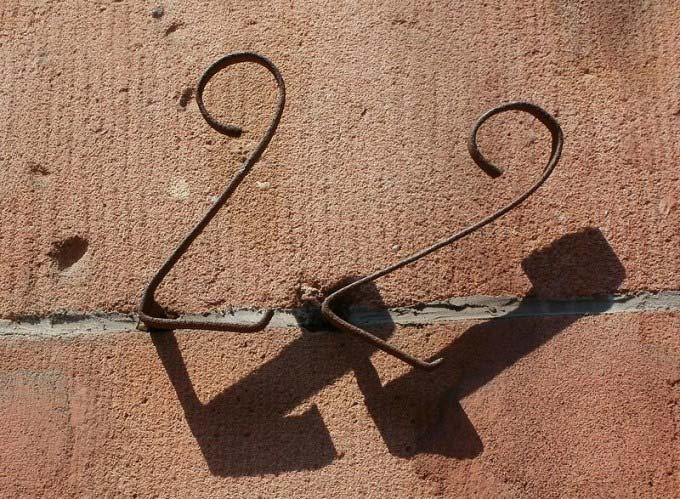 This photo shows the number 22 as a metallic house number.
